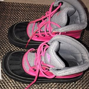 Nike ACG size 12.5 for lil girls